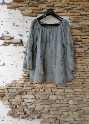 Красивый на подкладке с вышивкой и расклешенными рукавами блузон большого размера