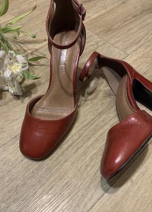 Кожаные красные туфли 36-37р