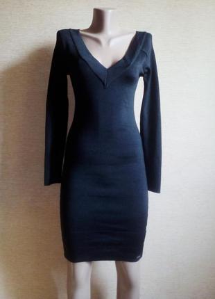 Черное трикотажное платье футляр