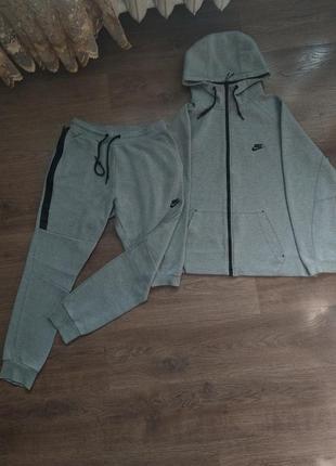 Продам оригинальный мужской спортивный костюм nike tech fleece