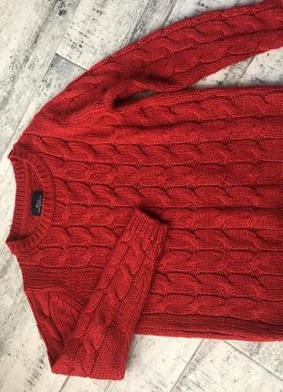 Красный свитер s
