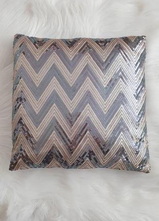 Декоративная подушка с пайетками