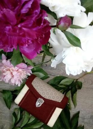 Бордовая сумка из дерева и фетра