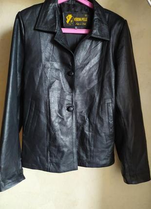 Шикарная женская итальянская стильная черная кожаная осенняя курточка куртка жакет