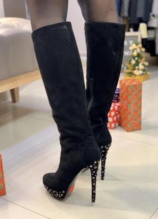 Черные сапоги с заклепками pelle moda