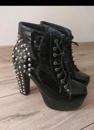 Ботинки на каблуке с шипами эпатаж концертные рок латекс лаковые