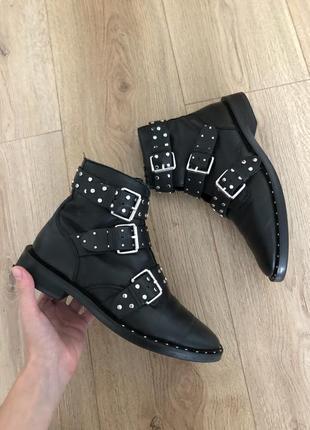 Женские черные кожанные ботинки stradivarius сапоги