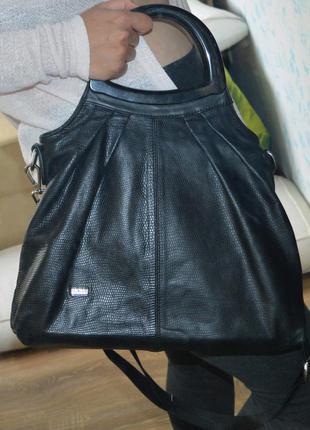 Большая кожаная черная сумка welfare 42x37 см