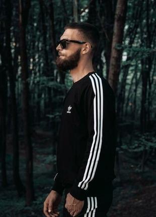Спортивный костюм на флисе от бренда adidas