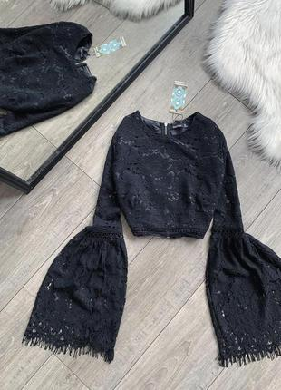 Черная кружевная блуза-топ с клешными рукавами