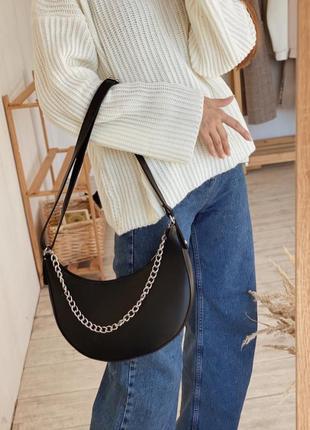 Стильная полукруглая сумка с цепочкой