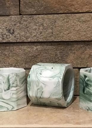 Три кашпо біло зелені