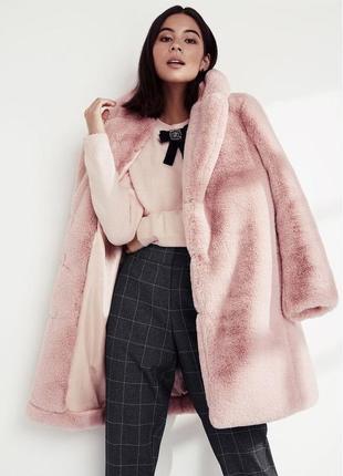 Трендовая нюдово-розовая зимняя теплая шуба до колен удлиненная оверсайз