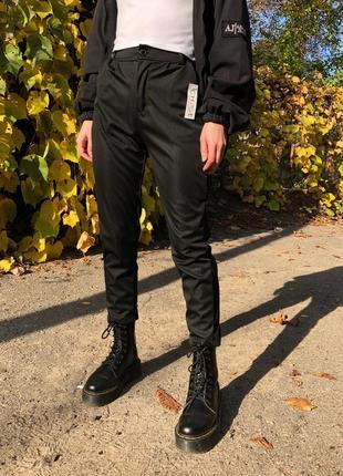 Легкие свободные штаны повседневные чёрные брюки на высокой посадке