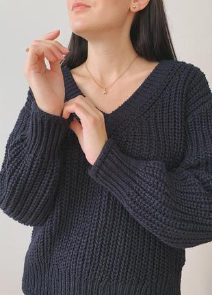 Синій об'ємний светр