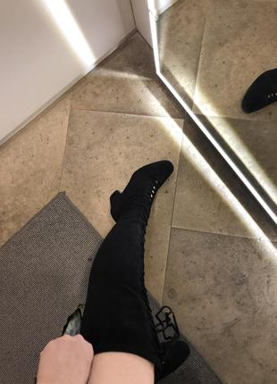 Чорні замшеві ботфорди на шнурівці