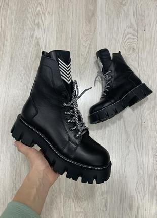 Кожаные чёрные ботинки на грубой подошве зима