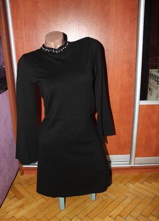 Платье черное трикотаж с воротником стойка с камнями со стразами вискоза классика деловое