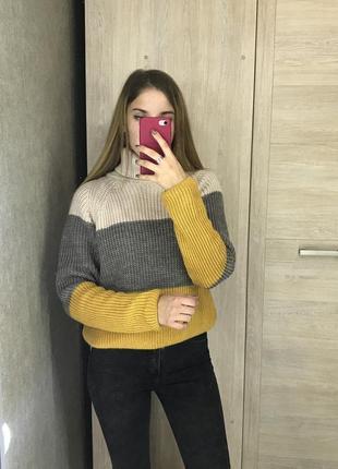 Акция! скидка! свитер джемпер с горловиной гольф с широкими разноцветными полосками