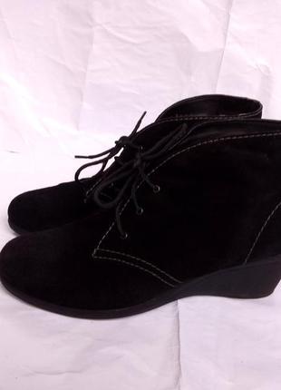Женские замшевые ботинки полусапожки на танкетке бренд lady confort