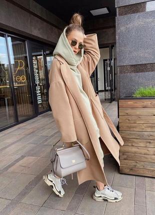 Стильное пальто оверсайз