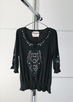 Блуза с интересным орнаментом, черная блуза, коттоновая блуза с рукавами.