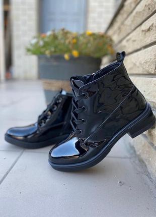 Ботинки из натуральной кожи-лака на 22,5 см {супер цена!!!}