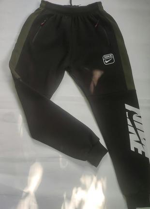 Теплые мужские спортивные штаны.