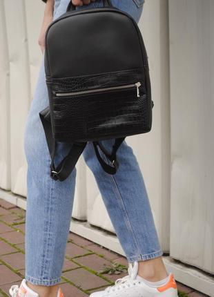 Женский рюкзак с отделкой черный