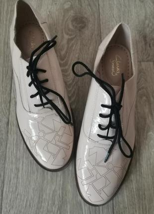 Шикарные кожаные лаковые туфли