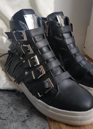 Ботинки демисезонные с бахромой кеды