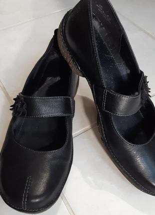 Туфли clarks с  ремешком- перепонкой