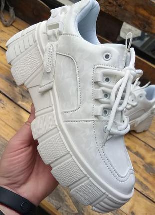 Стильные, модные кроссовки!