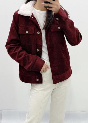 Вишневая вельветовая куртка