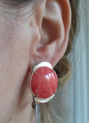 Стильные серебряные серьги с розовым  кораллом