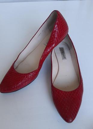 Туфли без каблука кожаные лодочки