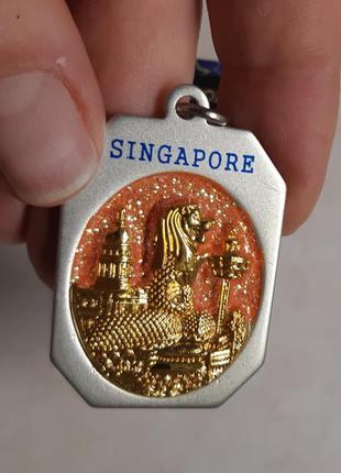 Брелок из сингапура.