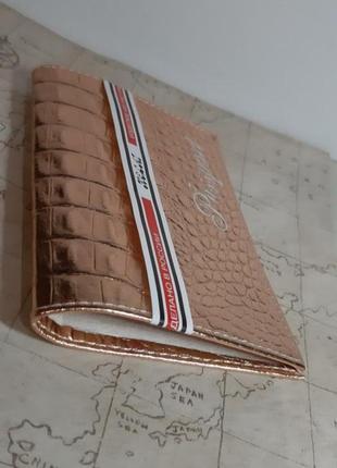 Обложка чехол на паспорт из натуралтной кожи персиковое золото