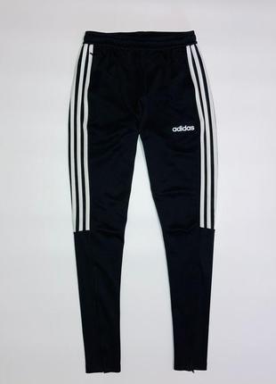 Спортивные штаны от фирмы adidas