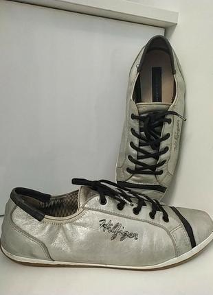 Брендовые кожаные кроссовки цвета серебро