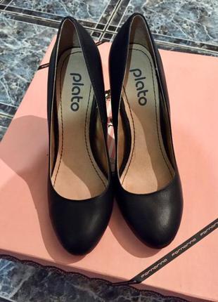 Черные туфли plato