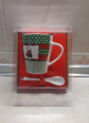 Подарочкая чашка с ложкой в упаковке