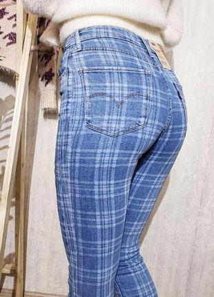 Блакитні завужені джинси levi's 721 в клітинку