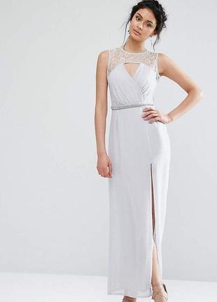 Светло серое платье в пол с разрезом