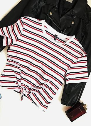 Классная трендовая базовая футболка в полоску на завязке