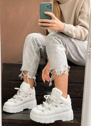 Кроссовки белые демисезонные