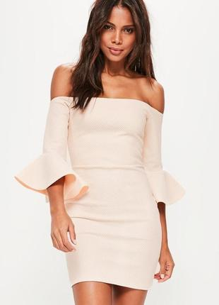 Missguided платье бардот с открытыми плечами по фигуре розовое белое