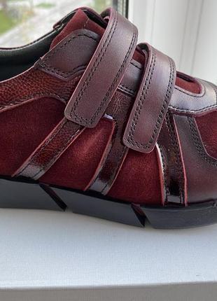 Новые кроссовки кожа 36 размер