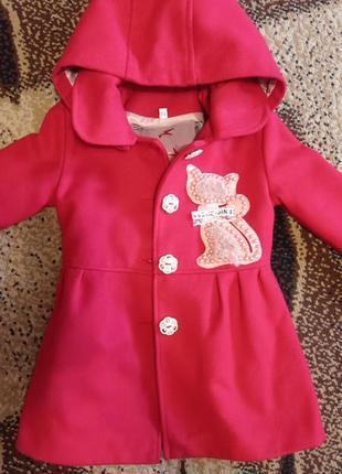 Пальто червоного кольору