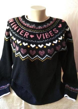 Мягкий свитерок с красивым орнаментом по кокетке.